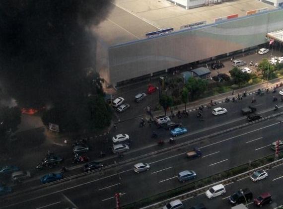 Kebakaran di Area Pom Bensin Samping Gedung Patra Jasa ...