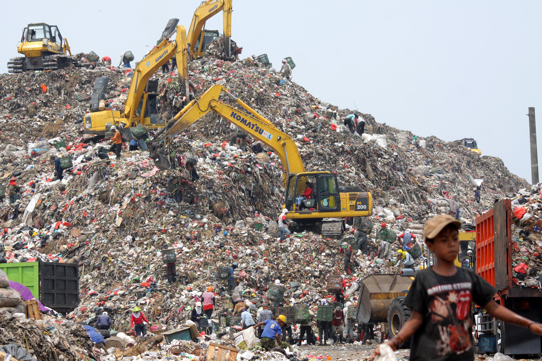 Hasil gambar untuk empat Pengolahan Sampah Terpadu Bantargebang