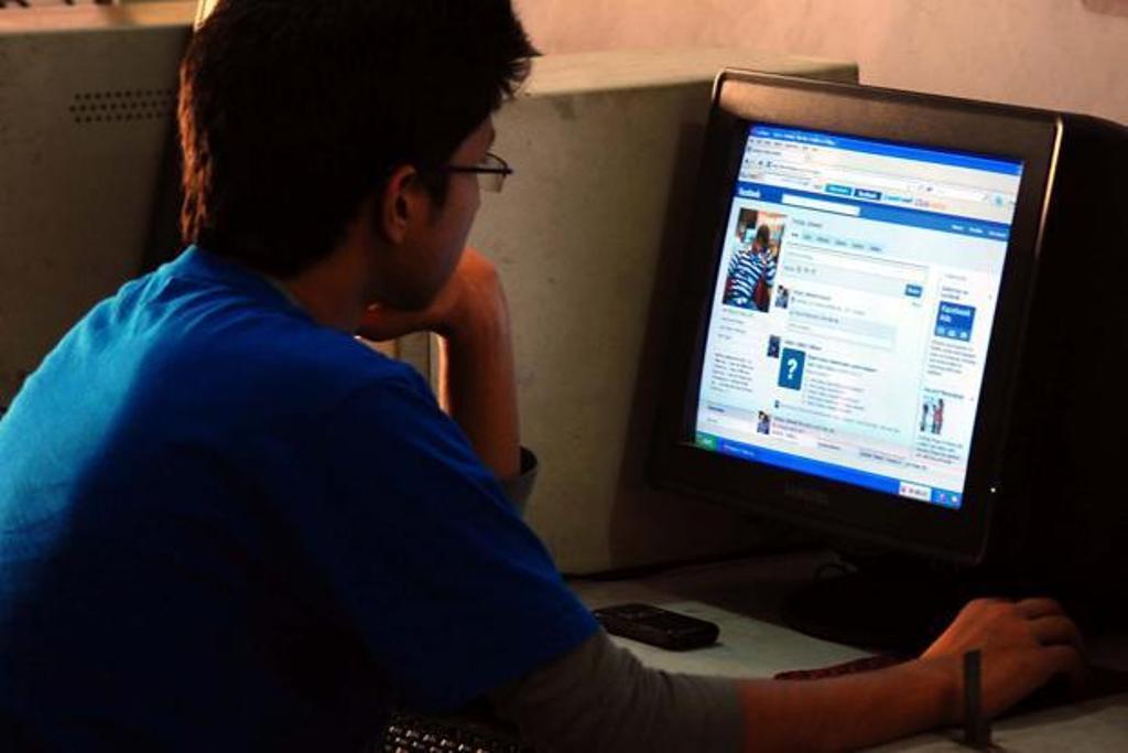internet on modern society essay