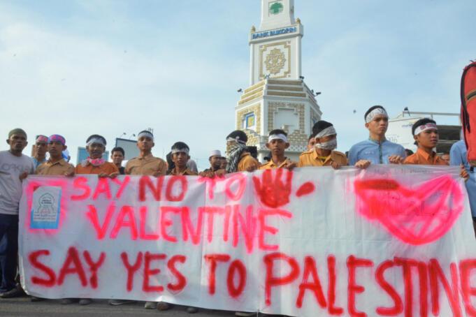 Aksi Damai Penolakan Perayaan Valentine Day