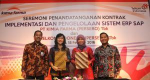(kiri) Direktur Enterprise & Business Sevice Telkom Muhammad Awaluddin - Direktur Keuangan Kimia Farma Farida Astuti - EGM Divisi Enterprise Service Siti Choiriana - Direktur Utama Kimia Farma Rusdi Rosman usai penandatanganan kerjasama Implementasi dan Managed Service ERP di Jakarta.