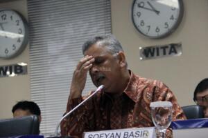 Dirut PT PLN, Sofyan Basir (tengah) saat mengikuti rapat dengar pendapat dengan Komite II DPD RI di Gedung Parlemen, Senayan, Jakarta, Senin (14/3/2016). Rapat ini membahas Rencana Usaha Penyediaan Tenaga Listrik (RUPTL) tahun 2015-2024. FOTO : AKTUAL/JUNAIDI MAHBUB