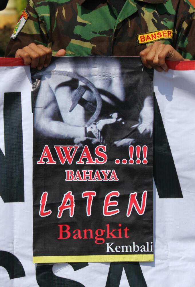 Fpi Riau Tangkap Pemuda Yang Mengenakan Kaos Gambar Palu Arit