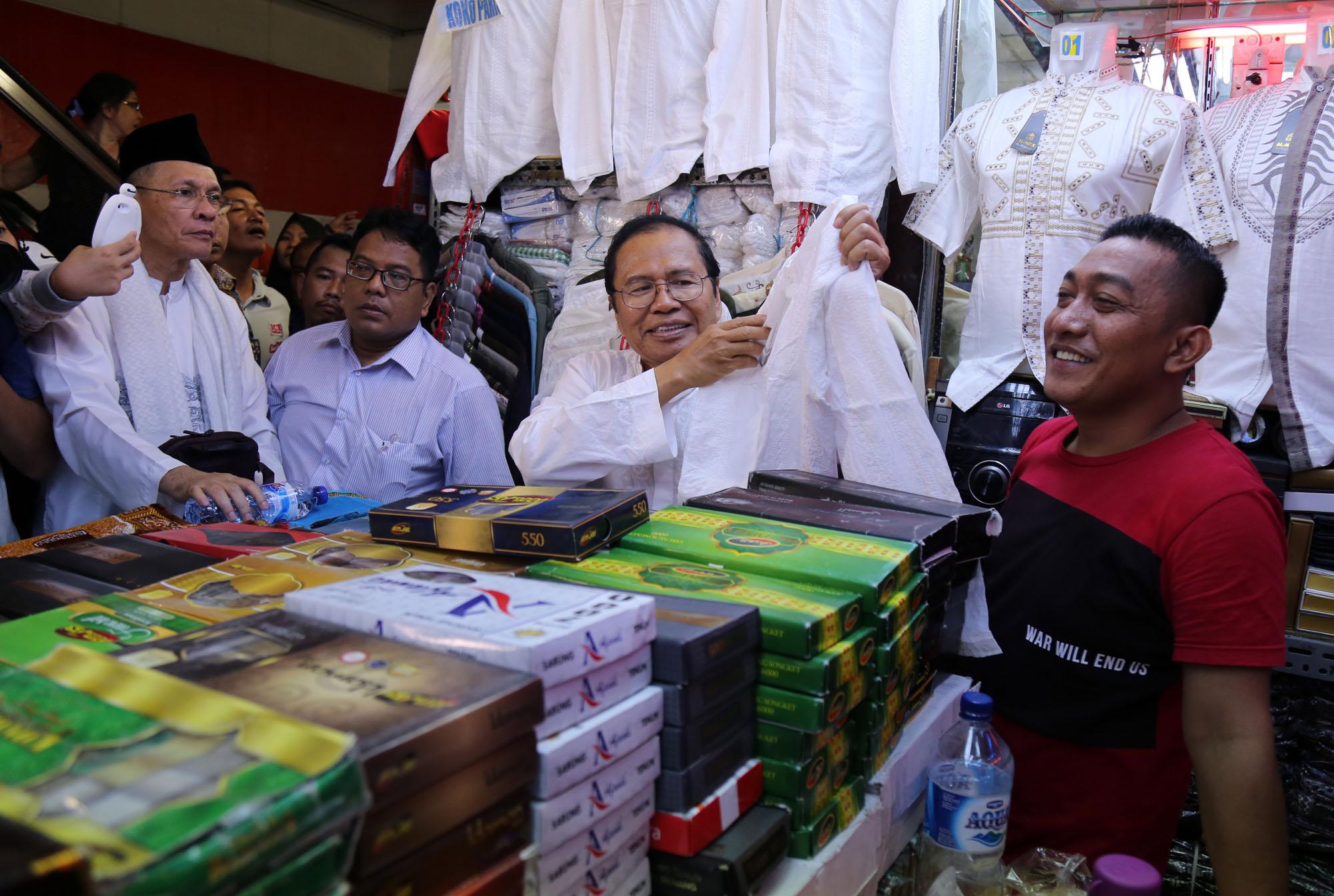 Mantan Menko Maritim Rizal Ramli Kunjungi Pedagang Tanah