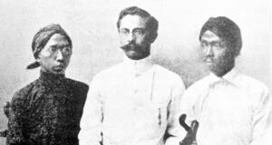 Tiga Serangkai pendiri pergerakan Partai Kebangsaan Indonesia: Soewardi Soerjaningrat (Ki Hajar Dewantara), Ernest Douwes Dekker dan Tjipto Mangunkusumo