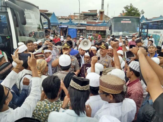 masyarakat surabaya berangkat aksi 212