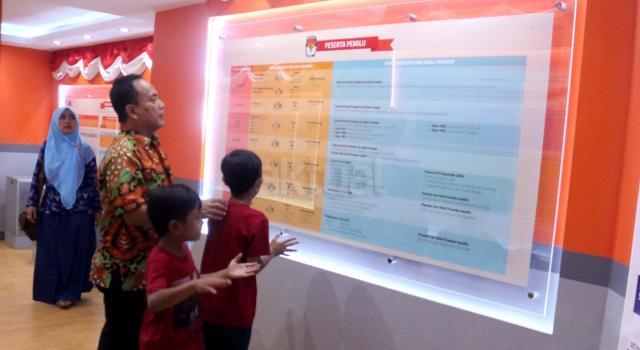 Rumah Pintar Pemilu merupakan galeri dan pusat informasi terkait kepemiluan yang bisa dikunjungi masyarakat sehingga meningkatkan pemahaman pentingnya pemilu dan pentingnya memberikan suara pada pelaksanaan pemilu. AKTUAL/Munzir