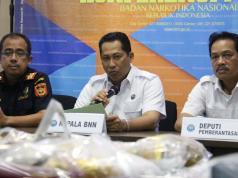 Dalam jumpa persnya Badan Narkotika Nasional (BNN) berhasil mengungkap pengiriman sabu asal Malaysia sebanyak 21 kg melalui perbatasan oleh jaringan lembaga pemasyarakatan (lapas) Pontianak Kalimantan Barat. Petugas mengamankan 6 orang pelaku masing-masing berinsial BW alias Planet, H alias Iyan, GV alias Valen, N alias Nonot, DH alias Mangap dan S alias Ahmad. AKTUAL/Munzir