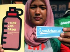 Sejumlah aktivis lingkungan Greenpeace Indonesia menggelar aksi Indonesia Bebas Sampah 2020 saat digelarnya car free day di Bundaran HI, Jakarta, (26/2/2017). Aksi tersebut digelar dalam rangka hari peduli sampah nasional. AKTUAL/Munzir