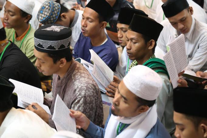 Acara pembacaan kitab amin al-I'lam bi anna attasawwuf min syariat al-islam karangan syekh Abdullah Siddiq al-Ghumari di Majelis Zawiyah Arraudah, Tebet, Jakarta Selatan, Sabtu (28/1/2017). AKTUAL/Tino Oktaviano