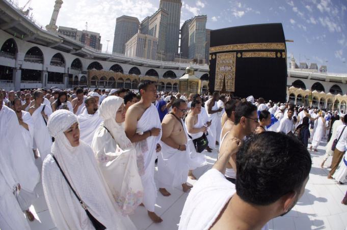 Calon gubernur DKI Jakarta nomor urut satu, Agus Harimurti Yudhoyono (AHY) mengisi masa tenang Pilkada dengan melaksanakan ibadah umrah di Makkah, Minggu, (12/2/2017) bersama para ulama dan habaib dari Jakarta. AKTUAL/TIM AHY/Abror Rizki