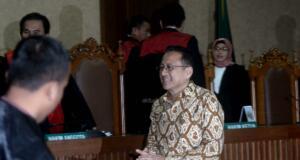 Majelis Hakim pengadilan Tipikor memvonis mantan Ketua DPD Irman Gusman 4 tahun 6 bulan penjara dan denda Rp 200 juta subsider 3 bulan kurungan, Irman terbukti menerima suap Rp 100 juta dari suami istri pengusaha gula asal Sumatera Barat. AKTUAL/Munzir