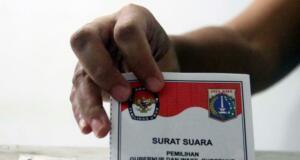 Ratusan warga binaan Rumah Tahanan (Rutan) Pondok Bambu ikut melakukan penyoblosan di TPS 95 di Rutan Pondok Bambu, Jakarta Timur, Rabu (15/2/2017). Sebanyak 157 warga binaan Rumah Tahanan (Rutan) wanita Pondok Bambu masuk daftar pemilih tetap (DPT) dan terdapat 161 surat suara yang tersedia. AKTUAL/Munzir