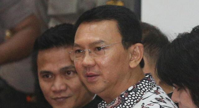 Terdakwa kasus dugaan penistaan Agama Basuki Tjahaja Purnama atau Ahok memasuki ruang sidang di Auditorium Kementerian Pertanian, Jakarta, Senin (13/2). Dalam sidang ke-10 kasus penitasan agama tersebut Jaksa Penuntut Umum rencananya menghadirkan 4 saksi ahli. Media Indonesia-Pool/RAMDANI