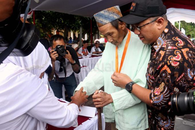 Sosialisasi serta simulasi pemungutan dan penghitungan suara pilkada itu untuk mengajak masyarakat menggunakan hak suara pada pilkada serentak di 101 daerah termasuk DKI Jakarta pada 15 Februari mendatang. AKTUAL/Munzir