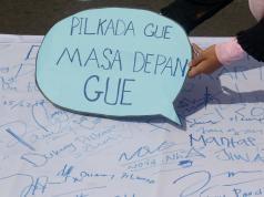 Sejumlah mahasiswa yang tergabung dalam Kesatuan Mahasiswa Muslim Indonesia (KAMMI) melakukan aksi kawal Pilkada DKI 2017 di Jakarta, Minggu (5/2/2017). Dalam aksi tersebut mereka mengajak masyarakat DKI mengawal Pilkada DKI. AKTUAL/Munzir
