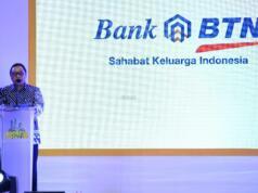 Direktur Consumer Bank BTN Handayani (kiri) berbincang dengan Direktur Marketing Pikko Land, Sicilia Alexander Setiawan (kedua dari kiri),Senior Vice President BTN, Suryanti serta Direktur Pikko Land, Hendry Leo (kanan) saat peninjauan ke Booth Pikko Group seusai pembukaan Indonesia Property Expo (IPEX) 2017 di Jakarta Convention Center, Jakarta, Sabtu (11/2).PT Pikko Land Development Tbk menawarkan lima proyek properti unggulan dengan harga spesial dalam pameran yang diikuti 120 pengembang penjuru Nusantara dan mendapat dukungan dari Kempupera,Kementrian BUMN dan DPD REI DKI Jakarta.Emiten berkode RODA ini menawarkan produk hunian Thamrin Distric Residence (TDR Bekasi), Signature Park Grande (SPG MT Haryono), Sahid Sudirman Residence,Maple Park Kemayoran serta Apartemen Menteng 37. AKTUAL/Eko S Hilman