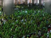 Ketua Umum Pengurus Besar Nahdlatul Ulama (PBNU) Said Aqil Siradj (kiri) bersama Menteri Koordinator Bidang Pembangunan Manusia dan Kebudayaan Puan Maharani (tengah) dan Ketua Umum PP Muslimat NU Khofifah Indar Parawansa (kanan) saat acara pelantikan pengurus pimpinan pusat Muslimat Nahdlatul Ulama dan peringatan Harlah Muslimat NU yang Ke 71 di Masjid Istiqlal, Jakarta, Selasa (28/3/2017). Acara Pelantikan Pengurus dan Peringatan PP Muslimat NU yang Ke 71 Tahun mengangkat tema 'Satukan Langkah Membangun Negeri, Menjaga NKRI'. Menteri Sosial Khofifah Indar Parawansa dilantik sebagai Ketua Umum PP Muslimat NU periode 2017-2022. AKTUAL/Munzir