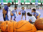 Pemain terpilih Jr NBA 2016 berpose saat acara program Jr NBA Indonesia di Jakarta, Sabtu (25/3). Program Jr NBA Indonesia 2017 yang dipersembahkan oleh Frisian Flag akan memberangkatkan 16 pemain ke NBA Experience. Jumlah ini mengalami peningkatan dibanding tahun lalu. AKTUAL/Tino Oktaviano