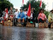 Dalam aksi tersebut mereka meminta kepada Presiden Joko Widodo untuk menghentikan izin lingkungan Pembangunan dan Pertambangan Pabrik PT Semen Indonesia yang diterbitkan kembali oleh Gubernur Jawa Tengah Ganjar Pranowo pada 23 Februari 2017. AKTUAL/Munzir