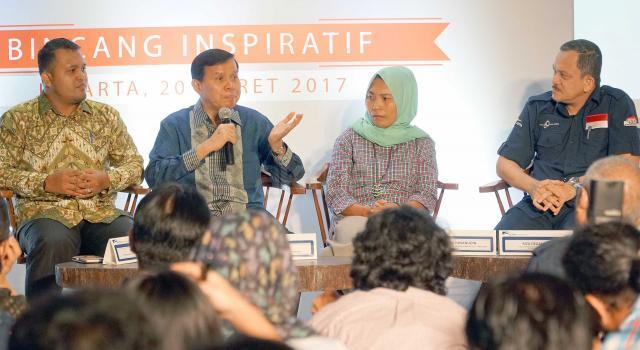 Head of Environment & Social Responsibility Astra International Riza Deliansyah (kanan) bersama, Penerima Apresiasi SATU Indonesia Awards 2015 Risna Hasanudin (kedua dari kanan), Penerima Apresiasi SATU Indonesia Awards 2016 Ichsan Rusydi ( kiri), dan Wakil Menteri Pendidikan Nasional RI  2010-2012 sekaligus Juri Semangat Astra Terpadu Untuk Indonesia (SATU Indonesia) Awards Fasli Jalal (kedua dari kiri) berbagi pengalaman saat bincang inspiratif di Jakarta, Senin (20/3). Sejak Tahun 2010, PT Astra International Tbk melalui program SATU Indonesia Awards terus berdedikasi untuk mencari anak anak muda Indonesia yang kreatif dan mampu memberdayakan serta menggerakkan masyarakat daerah tempat tinggalnya, untuk tujuan positif, mulai dari ujung timur sampai barat Nusantara. Peringati 60 Tahun Astra, Penerima SATU Indonesia Awards 2017 akan memperoleh masing-masing Rp 60 Juta. AKTUAL/Eko S Hilman
