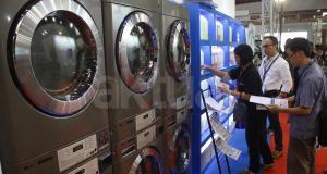 Berbagai produk dan teknologi kebersihan mengikuti pameran dagang Expo Clean & Expo Laundry 2017 di JI Expo Kemayoran, Jakarta, Kamis (23/3/2017). Sebanyak 250 pemain industri dari dalam dan luar negeri hadir dalam pameran ini. Expo Clean 2017 juga sebagai bagian dari kampanye menciptakan lingkungan dan sanitasi Indonesia yang bersih dan layak. AKTUAL/Tino Oktaviano