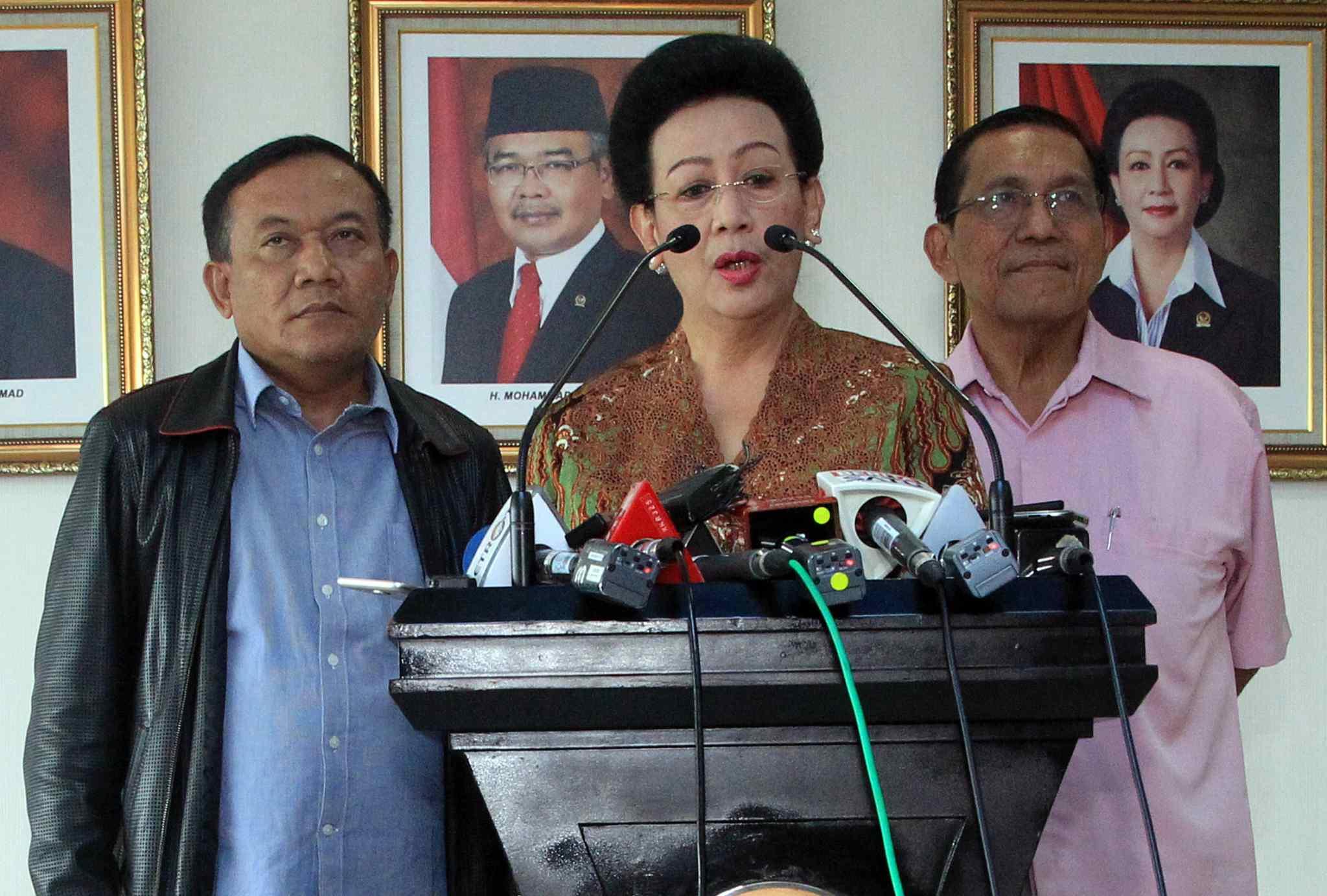 Wakil Ketua Dewan Perwakilan Rakyat (DPD) RI periode 2014-2019 Gusti Kanjeng Ratu Hemas menegaskan terpilihnya Oesman Sapta Odang (OSO) sebagai Ketua DPD tidak sah di Kompleks Parlemen, Jakarta, Selasa (4/4). Terpilihnya OSO melanggar putusan Mahkamah Agung (MA), Hemas juga yakin MA tidak akan melantik OSO sebagai Ketua DPD RI yang baru. Hemas juga menyayangkan DPD RI saat ini tidak tunduk pada konstitusi dan Undang-Undang. AKTUAL/HO