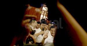 Ketua umum Partai Gerindra Prabowo Subianto menggelar jumpa pers di rumah kediaman, Jalan Kertanegara, Jakarta Selatan, Rabu (16/4). Prabowo mengucapkan selamat kepada Anies Baswedan dan Sandiaga Uno juga seluruh rakyat Jakarta dan partai yang telah mengusung Anies-Sandi di Pilkada DKI Jakarta. AKTUAL/Tino Oktaviano