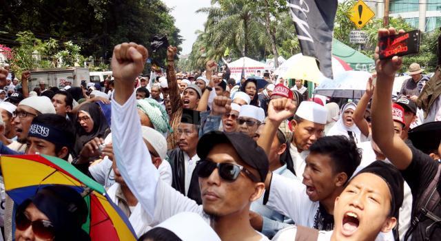 Massa geram dan tidak terima karena tuntutan 1 tahun JPU terhadap Basuki Tjahaja Purnama atau Ahok atas kasus dugaan penistaan agama itu dinilai ringan. AKTUAL/Munzir