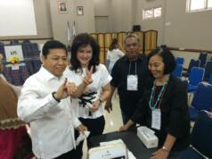 Ketua Umum Golkar Setya Novanto berserta istri memberikan hak suara di Pilkada Putaran kedua (Dok Aktual)