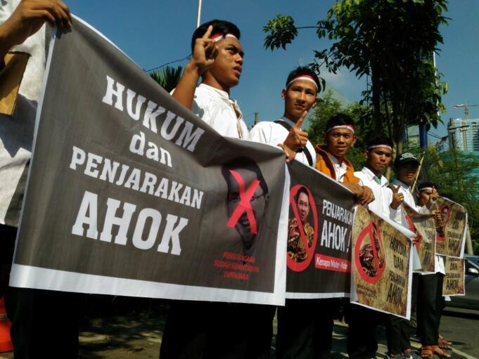 Aksi hukum dan penjarakan ahok