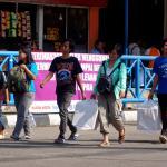 Calon penumpang mulai memadati Terminal Kampung Rambutan, Jakarta, Senin (19/6/2017). H-7 Lebaran, Terminal Kampung Rambutan mulai diserbu pemudik yang memilih pulang lebih awal agar dapat menghindari kemacetan. AKTUAL/Tino Oktaviano