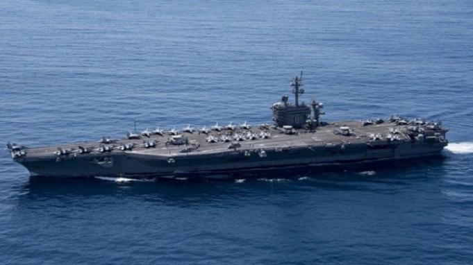 Kapal Induk USS Carl Vinson