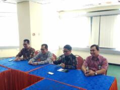 Deputi Executive Vice President Divisi Enterprise Service Suhartono (kedua dari kanan) dan Direktur Operasional Bank Sumut Didi Duharsa (kedua dari kiri) pada saat Kick Off Project Implementasi Smart Lift di Kantor Pusat Bank Sumut di Medan, Rabu (7/6).