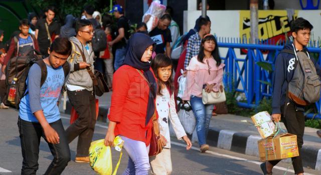 Libur Lebaran berakhir, pemudik padati Terminal Kampung Rambutan. Ribuan pemudik kembali ke Ibu Kota melalui Terminal Kampung Rambutan sebelum memulai rutinitasnya pada esok hari. AKTUAL/Munzir