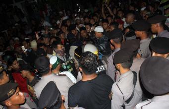 Aksi di LBHI Berakhir Ricuh, Ratusan Demonstran Dihujani Gas Air Mata. AKTUAL/WARNOTO