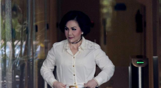 Wanita yang akrab dipanggil Ayin itu diperiksa KPK sebagai saksi dalam kasus korupsi penerbitan Surat Keterangan Lunas (SKL) dalam Bantuan Likuiditas Bank Indonesia (BLBI) dengan tersangka mantan Ketua Badan Penyehatan Perbankan Nasional (BPPN) Syafruddin Arsyad Temenggung. AKTUAL/Munzir