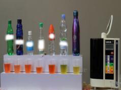 menguji kandungan kadar potensial hidrogen (pH) pada sejumlah air minum kemasan yang notabene nyaris menjadi konsumsi harian masyarakat. Dengan menggunakan pH tester drops, sejumlah air minum kemasan pun nampak terlihat kadar asam dan pH nya termasuk air Kangen Water. AKTUAL/WARNOTO
