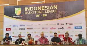 Press conference Indonesian Basketball League (IBL) 2017-2018 yang dihadiri oleh Hasan Gozali selaku Direktur Liga, Ketua PB PERBASI Danny Kosasih serta perwakilan sponsor di Hotel Santika Premier Jakarta (3/11).