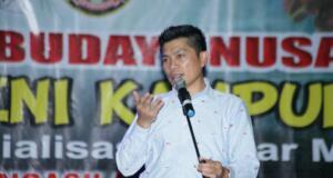 MPR RI bekerjasama dengan Pemerintah Kabupaten Polewali Mandar mengadakan acara berupa Pagelaran Seni Budaya Nusantara sebagai salah satu metode sosialisasi Empat Pilar MPR RI di alun-alun Kecamatan Wonomulyo, Kabupaten Polewali Mandar (Polman), Sulawesi Barat, Sabtu (18/7) malam, semarak bagaikan pasar malam.