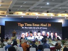 "Mantan Presiden Megawati Soekarnoputri dalam rangkaian acara Pameran, Peluncuran Buku, dan Penyerahan Sertifikat ""Memory of the World"" (MoW) UNESCO 2017 di Kantor Lembaga Ilmu Pengetahuan Indonesia (LIPI), Jakarta, Selasa (17/4). Kegiatan tersebut dalam rangka memperingati 63 tahun Konferensi Asia-Afrika (KAA)."