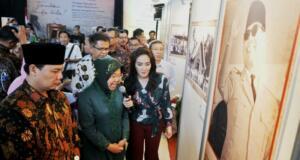 Rieke Diah Pitaloka dan Walikota Surabaya, Tri Risma