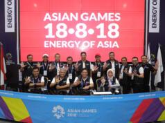 Direktur Utama Telkom Alex J. Sinaga (duduk kedua dari kanan) beserta jajaran manajemen TelkomGroup saat memantau langsung kesiapan infrastruktur dan layanan TelkomGroup jelang pembukaan Asian Games XVII 2018 di Main Press Center (MPC) Jakarta Convention Center (JCC). Telkom sebagai Official Prestige Telco Partner Asian Games 2018 memastikan bahwa layanan telekomunikasi siap mendukung suksesnya penyelenggaraan Asian Games ke-18 yang berlangsung pada 18 Agustus hingga 2 September 2018 di Jakarta dan Palembang.