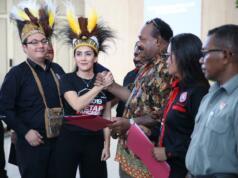 "Rieke dan tim Alpha mengajak seluruh komponen bangsa agar mempertahankan Pancasila sebagai ideologi Negara Kesatuan Republik Indonesia. Pada kesempatan ini juga digelar Konser Dana Kemanusiaan untuk korban bencana alam di Sulawesi Tengah yang diberi tajuk ""Dari Papua untuk Palu-Donggala""."