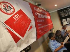 "Jelang Muktamar Ikatan Dokter (IDI) ke-30, buku berjudul "" IDI Mau Dibawa Ke Mana?"" secara resmi dirilis di Jakarta, Senin, (22/10). Buku setebal 140 halaman itu adalah sebuah refleksi bagi para pemangku kepentingan pendidikan kedokteran di Indonesia yang disusun oleh Judilherry Justam, Nunik Iswardhani, Setiawan, Sugito Wonodirekso dan Tom Suryadi. FOTO/WARNOTO."