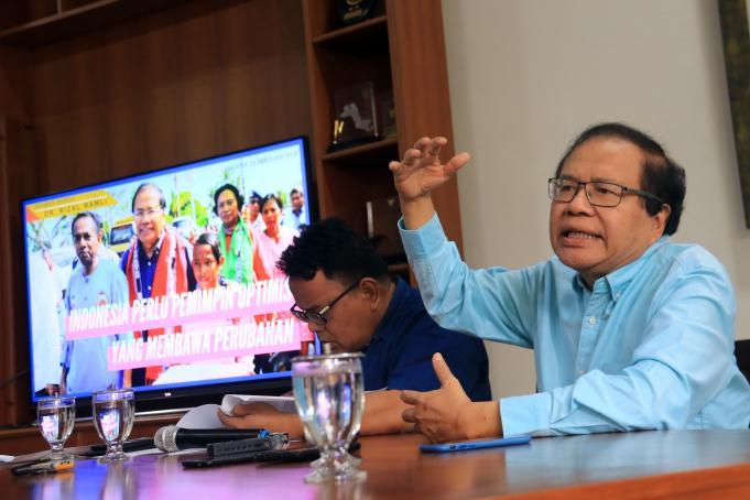 Ekonon Senior, Rizal Ramli mengungkapkan bahwa penurunan angka kemiskinan di era Jokowi - JK menunjukan paling rendah dari era kepemimpinan semua presiden sebelumnya sejak reformasi. Ungkap Rizal dalam agenda diskusi Ngobrol Denga Dr. Rizal Ramli dengan tema