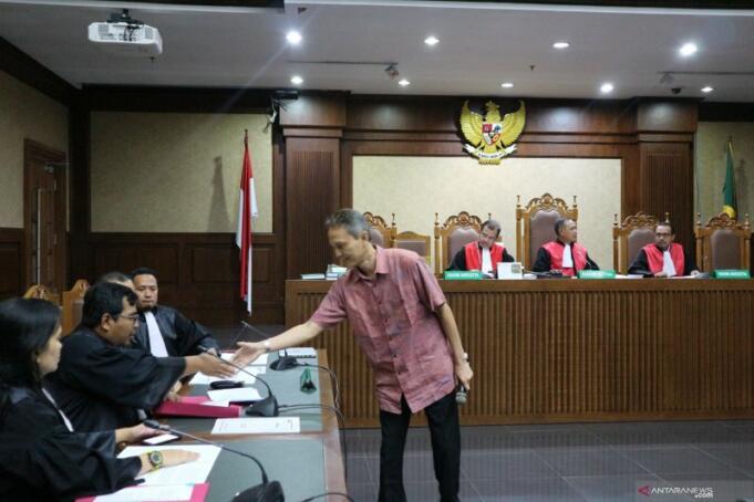 Direktur PT Krakatau Steel Wisnu Kuncoro saat menjalani sidang Tipikor