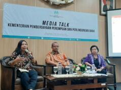 Deputi Bidang Partisipasi Masyarakat Kementerian PPPA Indra Gunawan (tengah) dalam diskusi media di Jakarta Pusat, Jumat (6/9/2019). (FOTO ANTARA/Prisca Triferna)