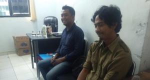 Salahs satu jurnalis korban kekerasan polisi, Darwin Fatir didamping pihak LBH Pers saat di Polda Sulsel.