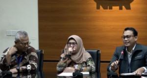 Dari kiri-kanan. Ketua KPU Arief Budiman, Wakil Ketua KPK Lili Pintauli Siregar, dan Plt Juru Bicara KPK Ali Fikri saat jumpa pers di gedung KPK, Jakarta, Kamis (9/1/2019). (Antara/Benardy Ferdiansyah)